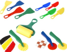 Knet-Werkzeug sortiert
