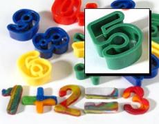 10 Zahlen-Ausstecher und 4 Zeichen-Ausstecher